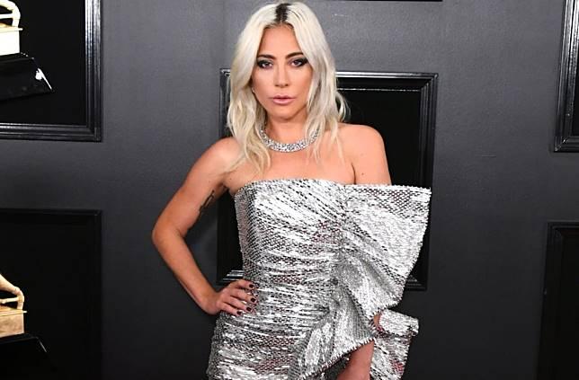 Super Glamour! Ini 10 Selebriti Berbusana Terbaik di Grammy Awards 2019