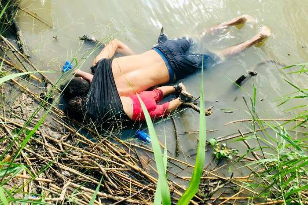 Memilukan, Jasad Migran Ayah Gendong Anak Mengambang di Sungai Meksiko
