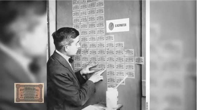 Waktu di Jerman, uang pernah jadi benda yang paling tidak berharga. Iya, saking ngga berharganya, dijadiin penghias dinding rumah lho!