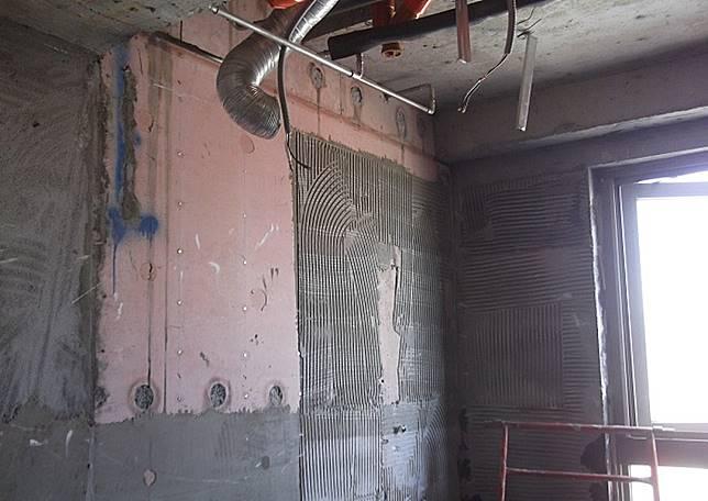 ▲購買中古屋,若屋齡超過15年,裝修前要檢查水路管線(圖/采金房室內裝修設計提供)