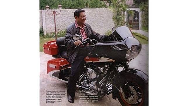 Presiden Susilo Bambang Yudhoyono (SBY) tampil gagah bersama dengan motor Harley Davidson