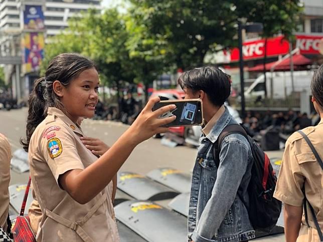 Aksi 22 Mei Jadi Incaran Pelajar SMA Berburu Foto Selfie