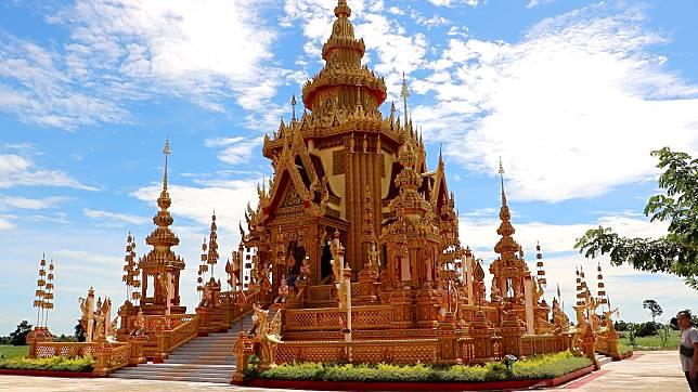 ทึ่ง!! เมรุงดงามที่สุดในไทยสร้างด้วยงบศรัทธากว่า14 ล้านบาท ฝีมือของพระหนุ่มออกแบบเองโดยใช้แรงงานชาวบ้าน