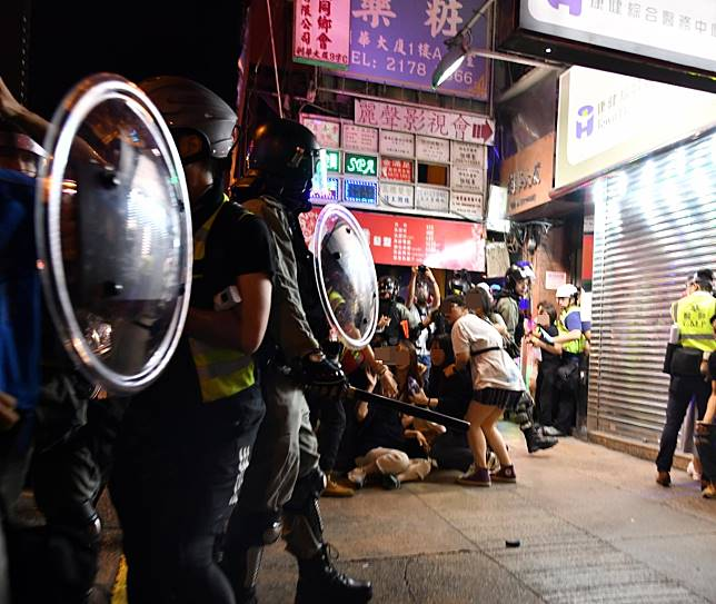 警方清場拘捕多人。