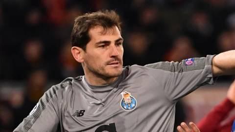 22 Tahun, 1.048 Laga, 24 Trofi, 1 Iker Casillas