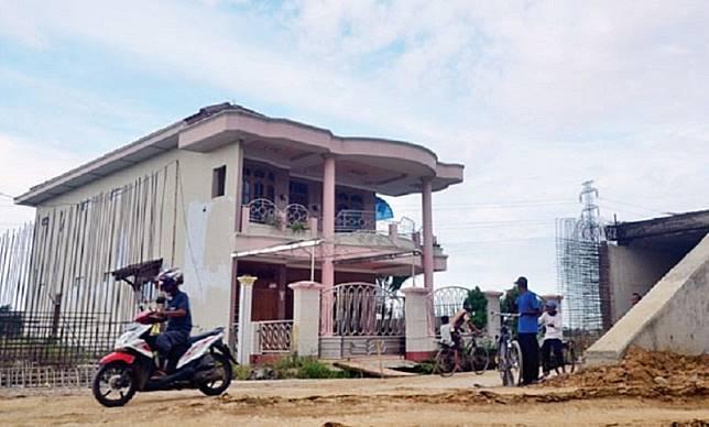 Belum Sepakat Harga, Rumah Bos Warteg Kukuh di Tengah Tol