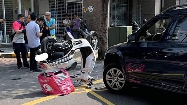 網友開玩笑說「是熊貓在breaking啦」。圖/翻攝自臉書爆料公社