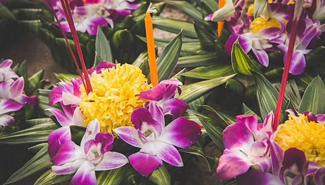 รู้หรือไม่ ดอกไม้ที่ใส่ลงไปในกระทง นั้นมีความหมายอย่างไร?
