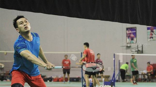 Suasana latihan Hendra Setiawan dan Mohammad Ahsan di Pelatnas PBSI, Cipayung, Jakarta Timur, Rabu (11/9). [Suara.com/Angga Budhiyanto]