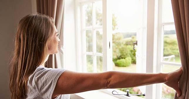 Minimal 5 Menit! Ini Alasan Pentingnya Membuka Jendela Rumah