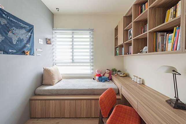 5. 延伸的書桌變成床頭櫃