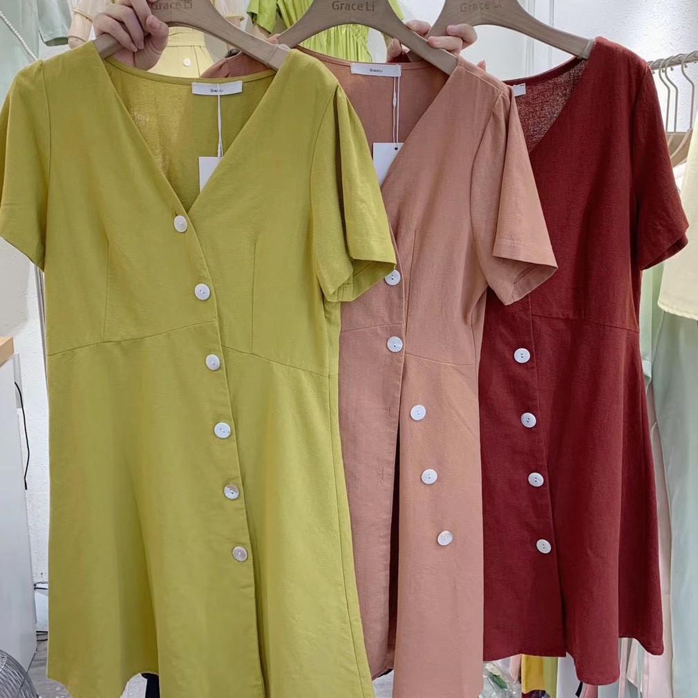 [現貨]GRASS 氣質側釦V領洋裝 棉麻洋裝 排釦短裙 裙子 短袖洋裝 氣質洋裝 A字裙 顯瘦 [C6090]