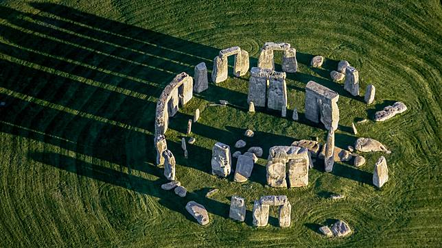 topic-stonehenge-gettyimages-682586546