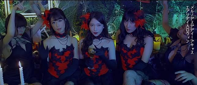 惠比壽麝香葡萄眾多女優以紅黑打扮登場,惹火又充滿萬聖節氣氛。(互聯網)