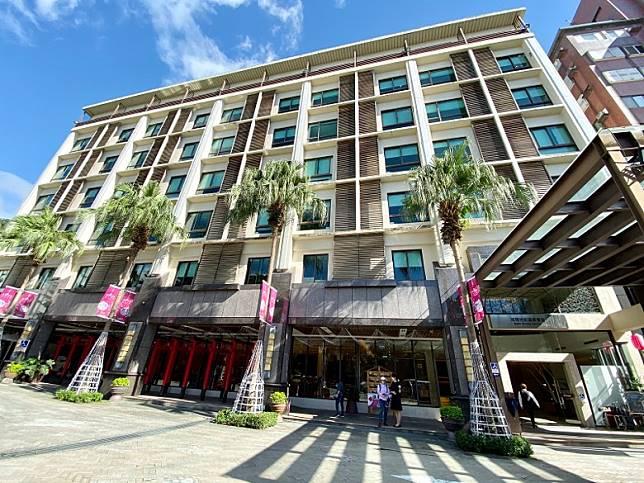 「冠翔世紀溫泉會館」,酒店建於2007年,相比起早幾天介紹的溫泉酒店,歷史更悠久,房價相對便宜,位置也方便。(FoodieCurly鬈毛妹提供)