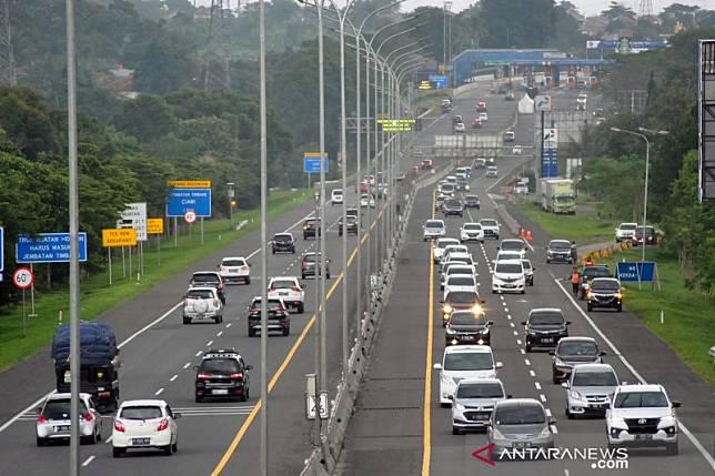 Jalur ke Puncak Bogor ramai kendaraan saat PSBB