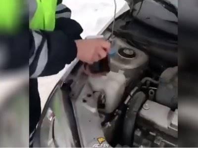 Polisi Ini Dipecat Karena Mengganti Cairan Wiper Mobil Dengan Wis