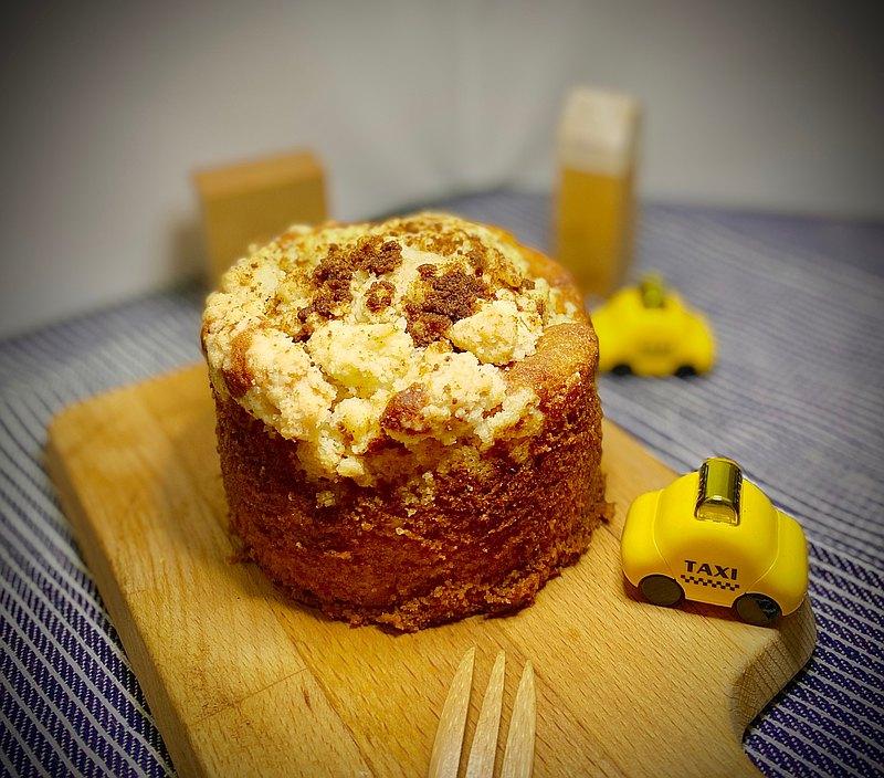 在美國我們好喜歡肉桂~肉桂可以做好多甜點 我們研發這款肉桂蘋果蛋糕,用的是法國的蛋糕體。 然後肉桂的部分隨著秋冬的版本,我們提高了肉桂的香氣~ 我們特別製作2-3人份的 四寸蛋糕。 這樣可以吃得更精緻