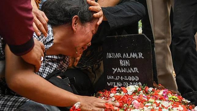 Ibunda Akbar Alamsyah, korban kerusuhan demonstrasi di DPR, menyebut anaknya meninggal karena disiksa.
