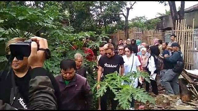 Rizky Febian hadiri pembongkaran makam Lina, mantan istru Sule.