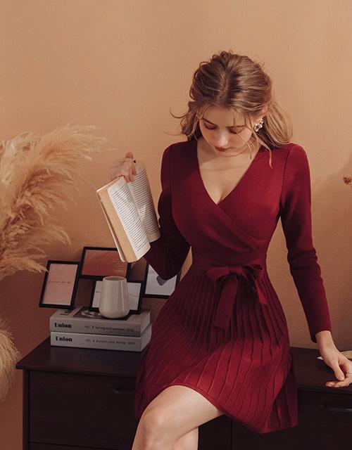 V領立體織紋綁帶針織洋裝
