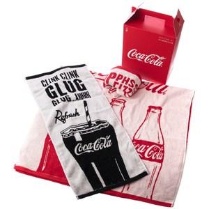 和樂自有品牌產品 獨家設計款,經典 Coca-Cola 可口可樂 的 玻璃瓶裝/玻璃杯裝造型 風格圖樣,經典擁有 本組內含 不同圖樣不同色款毛巾(33x75公分)x2 + 不同圖樣紅色款浴巾(70x1