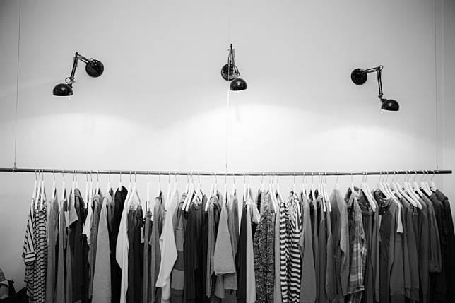 Tips Merawat Baju Warna Hitam Agar Tidak Mudah Pudar