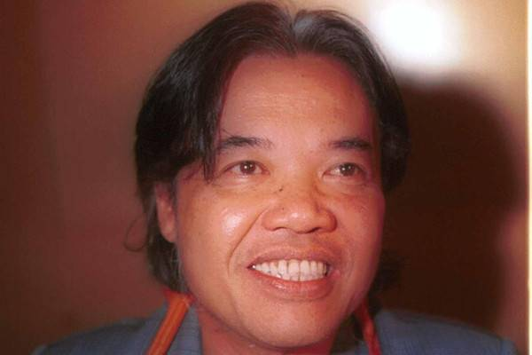 Literary figure Arswendo Atmowiloto has died at age 70 due to prostate cancer.