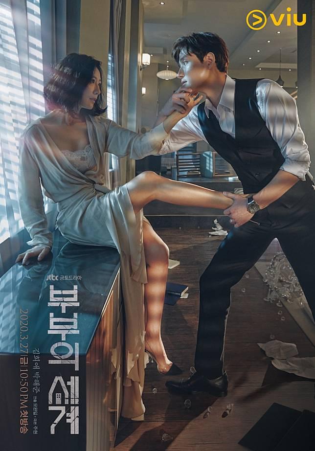 劇中,朴海俊背住太太金喜愛偷食。