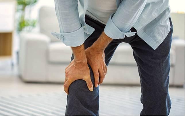 什麼是膝蓋骨關節炎?膝蓋軟骨磨損消耗+吸震降低產生發炎