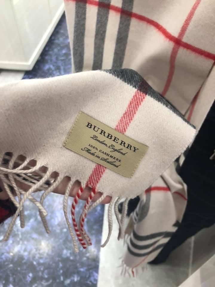 Burberry Cashmere 經典色 圍巾
