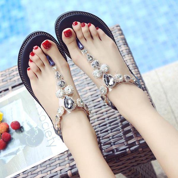 羅馬涼鞋女夏仙女風平底學生新款百搭夾腳趾水鉆人字波西米亞