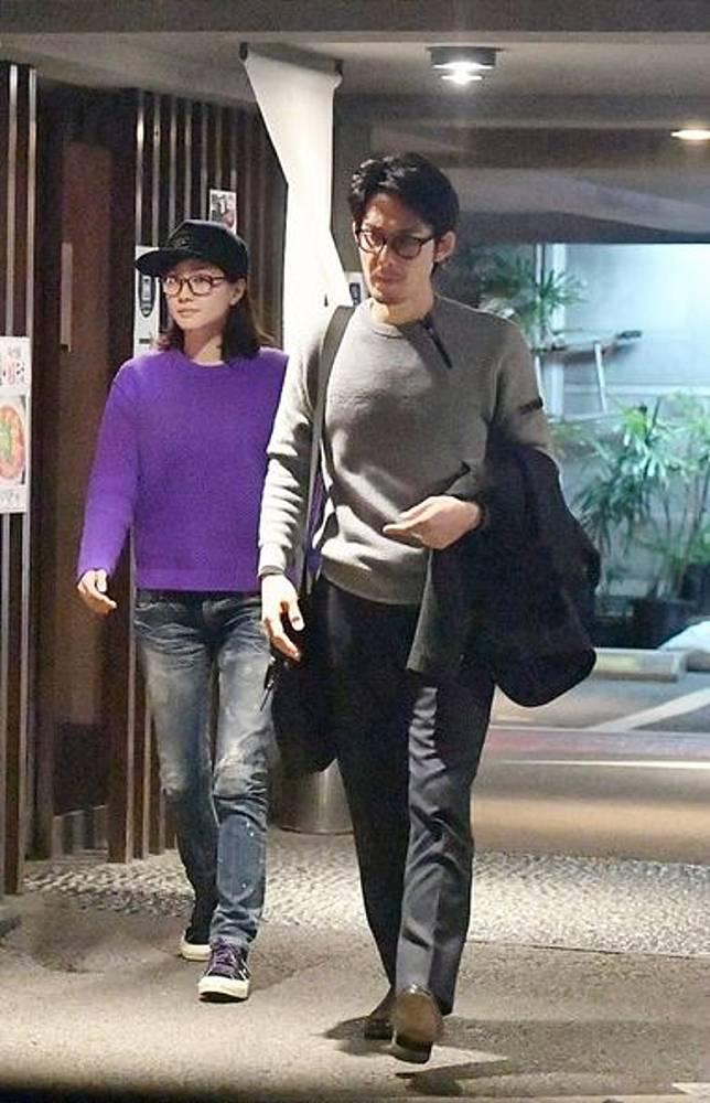 柏原崇日前親自駕車接女友內田有紀,再齊去食蕎麥麵醫肚。
