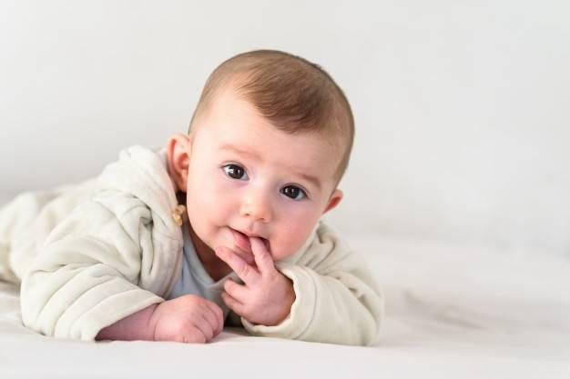 Bayi Anda Gemar Mengisap Jari? Ini Efeknya, Moms