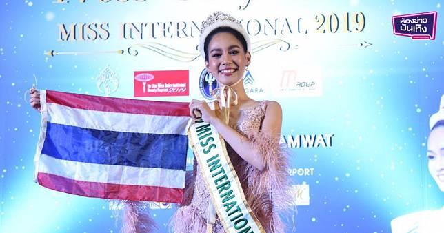 """""""บิ้นท์ สิรีธร"""" ถึงกลับไทยแล้ว เผยความรู้สึก หลังคว้ามงกุฏ Miss International 2019"""