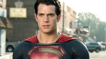 「超人」亨利卡維爾 罕曬全家福!網友:我可以幫你生小孩!
