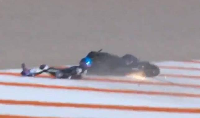Alex Marquez tersungkur ke gravel di sesi tes musim dingin di Valencia, Spanyol.