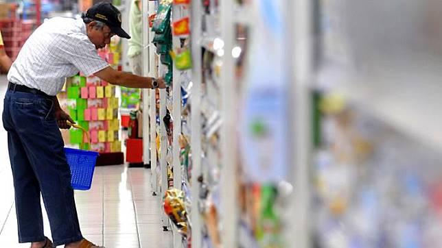 Ekonom Institute for Development of Economics and Finance (INDEF) Bhima Yudhistira Adinegara memperkirakan sektor industri makanan dan minuman tumbuh di atas 10 persen tahun depan. Sektor ini akan terdorong belanja politik hingga 2019 mendatang. TEMPO/Tony Hartawan