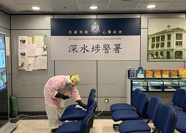警方早前已安排工作人員為深水埗警署進行徹底清潔及消毒。