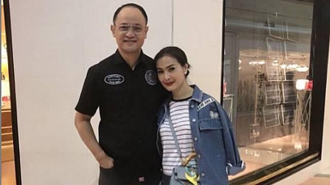 Satrio Dewandono yang menikah dengan Iis Dahlia pada 2001 menerbangkan pesawat Garuda Indonesia tipe Airbus A330-900 dari Toulouse, Prancis, ke Jakarta pada 1 Desember lalu. Instagram/@isdadahlia