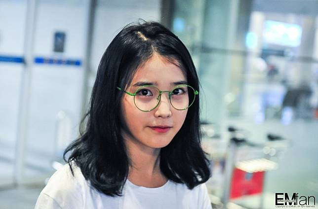 12 Seleb Cewek Korea Ini Suka Pakai Kacamata Bulat Mirip Harry Potter 9af5cd5b6e