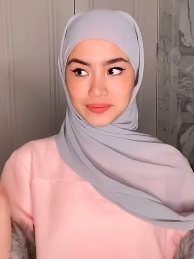 6 Cara Memakai Pashmina Mudah Tampilan Hijab Sederhana Namun Elegan Merdeka Com Line Today