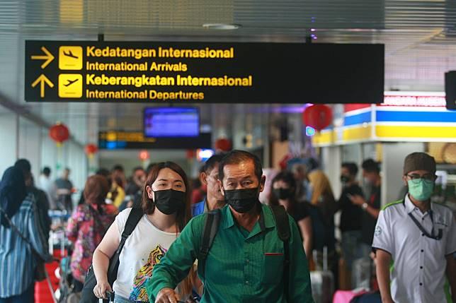 Antisipasi virus corona di Bandara Husein Sastranegara Kota Bandung.*