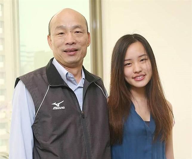 韓國瑜和大女兒韓冰。(中時資料照,趙雙傑攝)