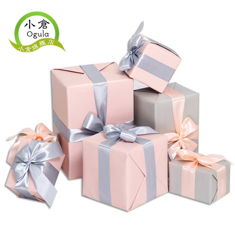 產品信息:產品品名:聖誕禮物盒重量:1kg款式:紅金一套款 金銀一套款 粉灰一套款 巧克力一套款尺寸:A.紅色10*10*10cmB.金色13*9*8cmC.紅色13*9*8cmD金色18*12*10