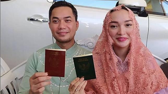 Zaskia Gotik dan Sirajuddin Mahmud resmi menikah. [Instagram @agustinusbudiyono]