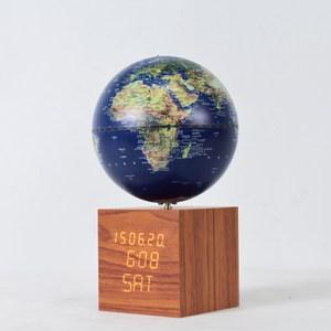 時尚電子時鐘搭配夜燈音樂鈴地球儀,簡單的風格,功能多用 電子鐘可查看日期,時間,溫度,濕度,可調製小鬧鐘 時鐘可裝7號電池,可接電使用 地球儀帶有小夜燈功能,長按可調節亮度 轉動可發出音樂