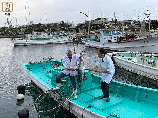 食店設有自家的魚池和漁船,因此可保證食品新鮮。(李家俊攝)