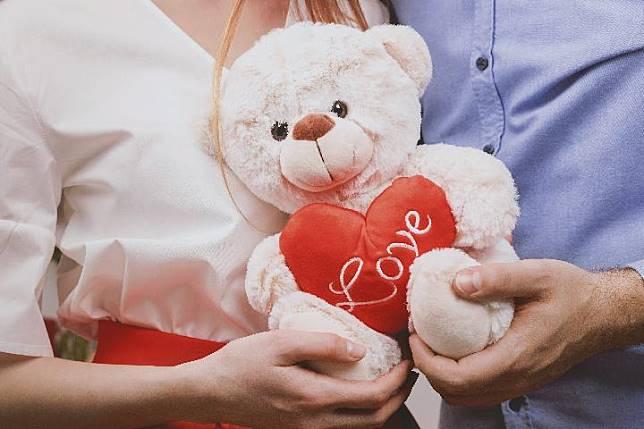 Tips Melamar Kekasih Berdasarkan Zodiak