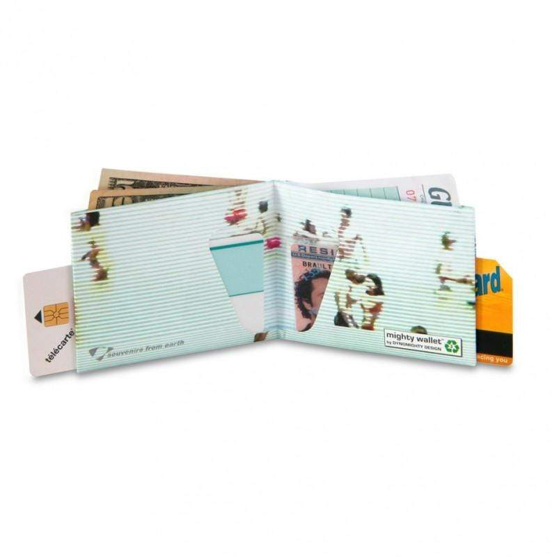 來自紐約的創意品牌,設計師Terrence Kelleman採用了異常輕薄和具有強大韌性的特種紙,作為紙皮夾材料。一整張具有個性圖案和色彩的紙,經過巧妙折疊,搖身變換為時尚耐用的貼身紙皮夾。